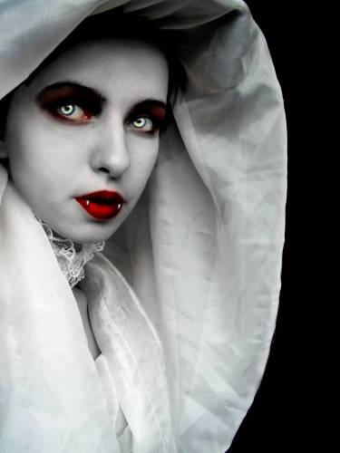 Вампир: ОН или ОНА?