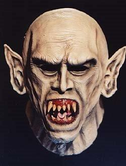 Какие клыки у вампиров на самом деле?